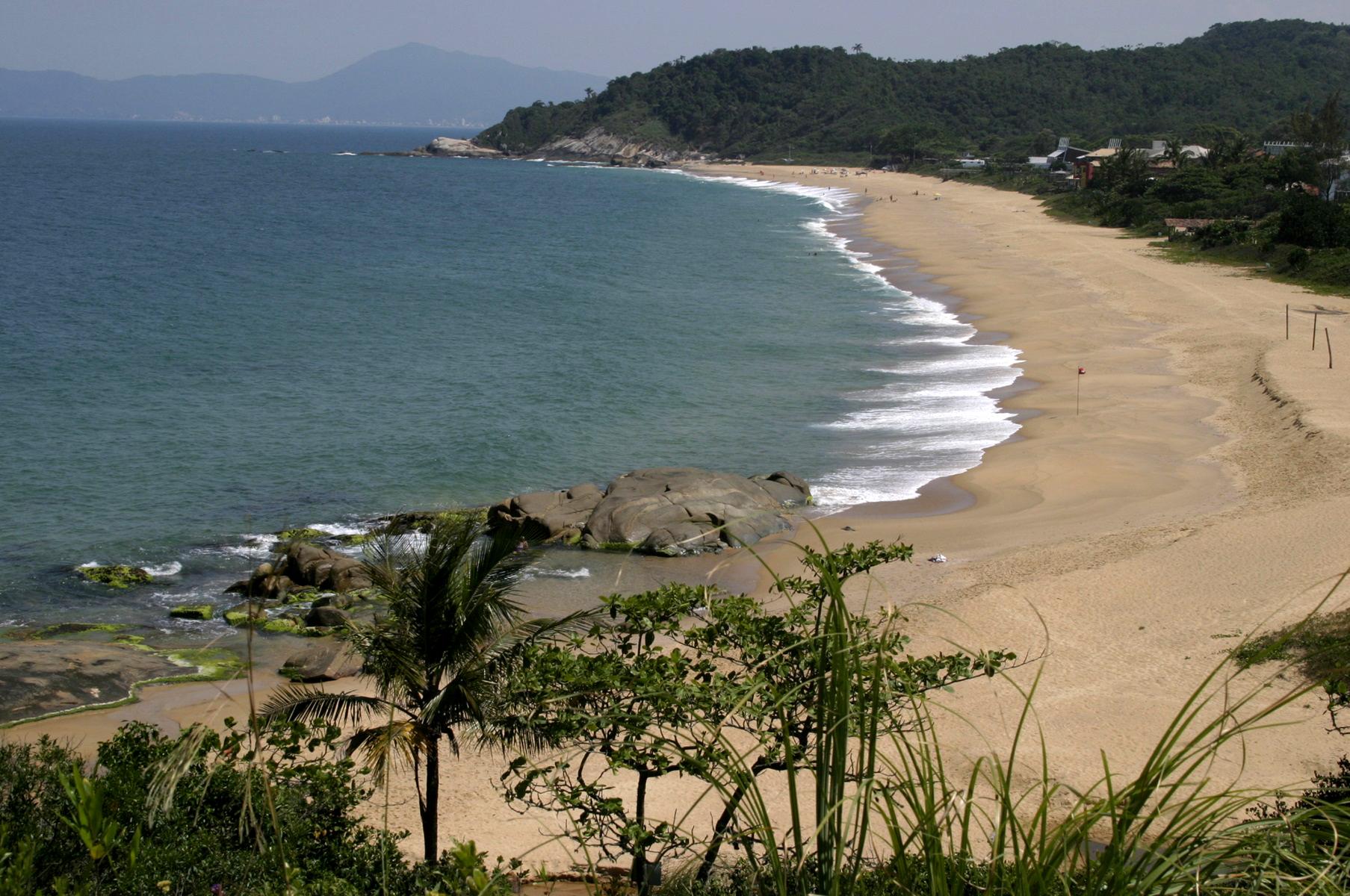 Praias do Estaleiro e Estaleirinho são aprovadas no Programa Bandeira Azul