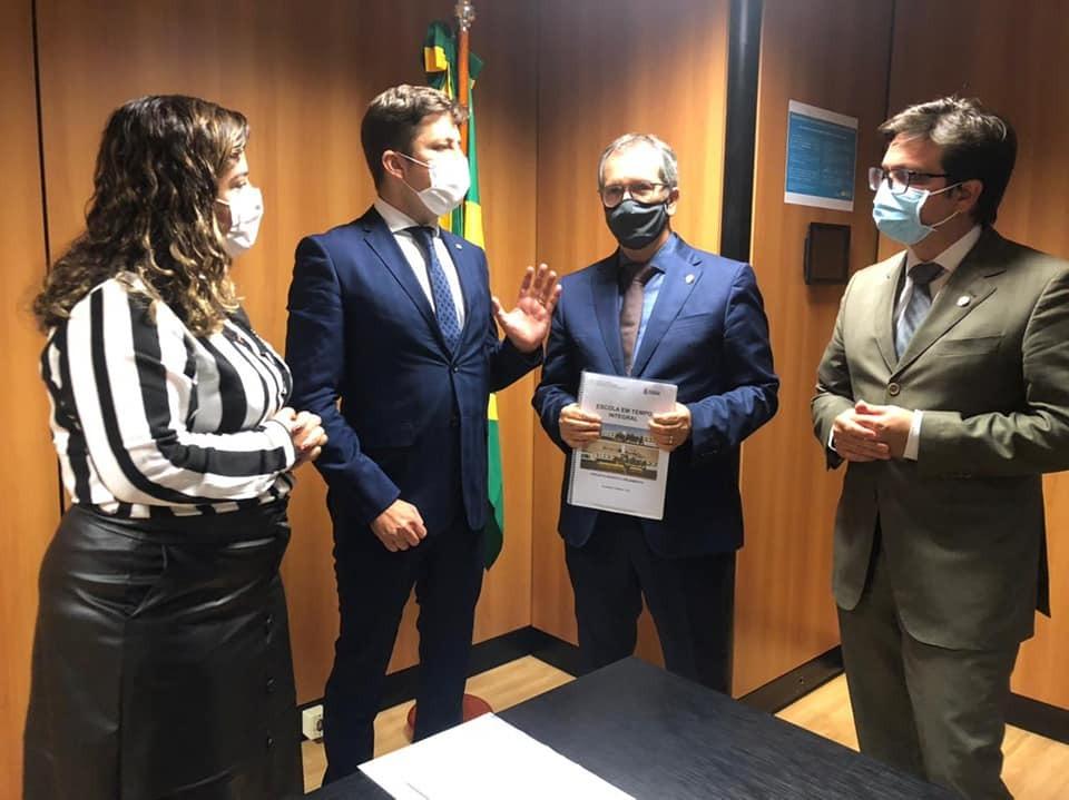 Em Brasília, prefeito tratou de turismo, educação, parque ecológico e decisão do STJ