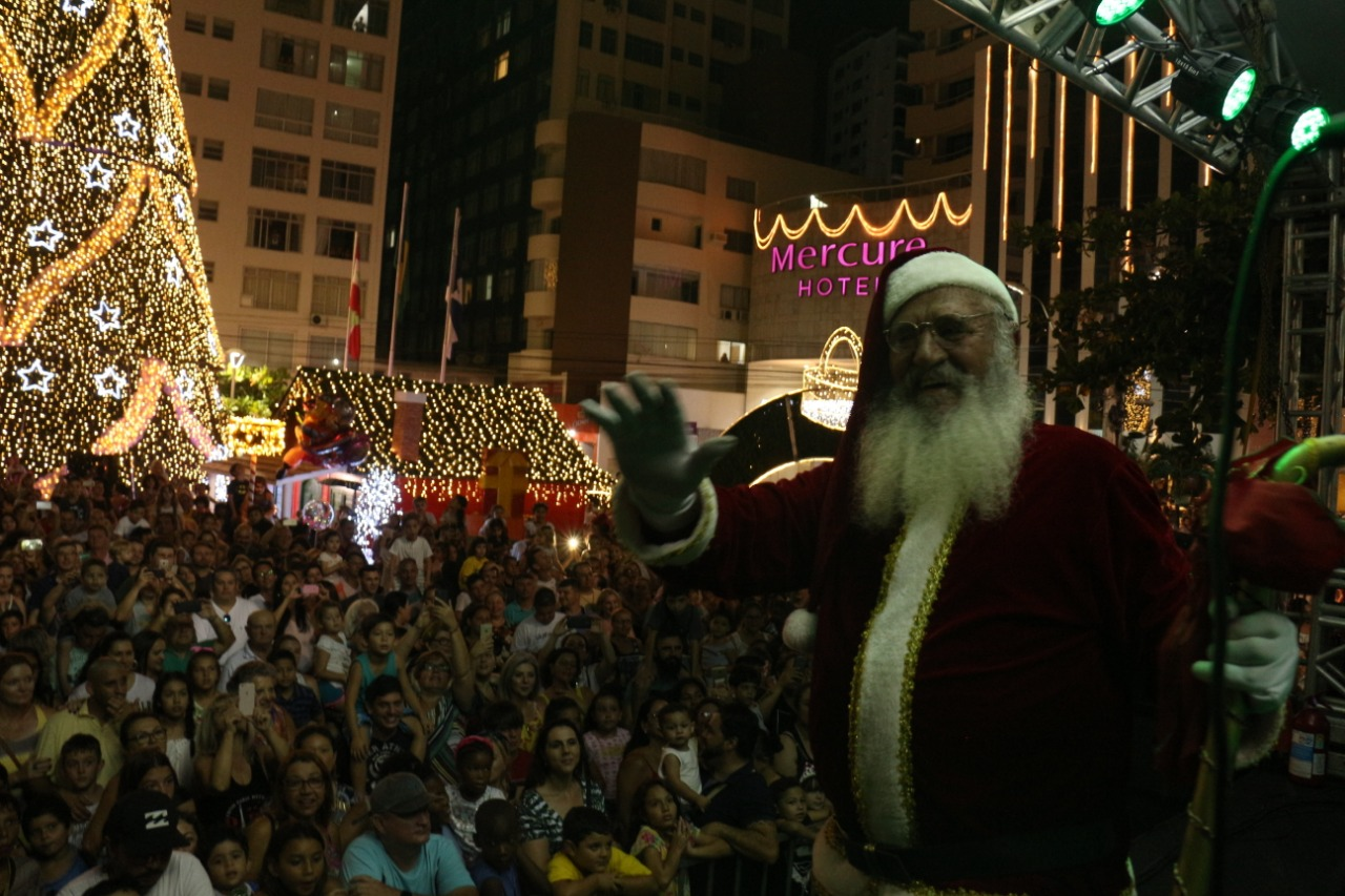 Cerca de cinco mil pessoas acompanharam a Abertura do Natal